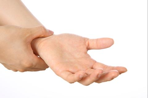 小指 梗塞 脳 左手 しびれ